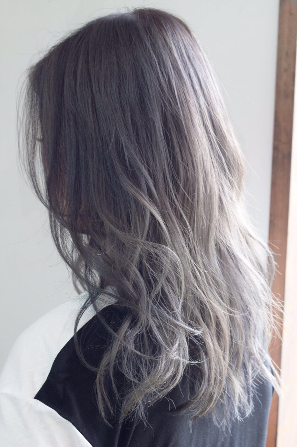 髪の毛をグレー、ホワイト、シルバーにするには、、、