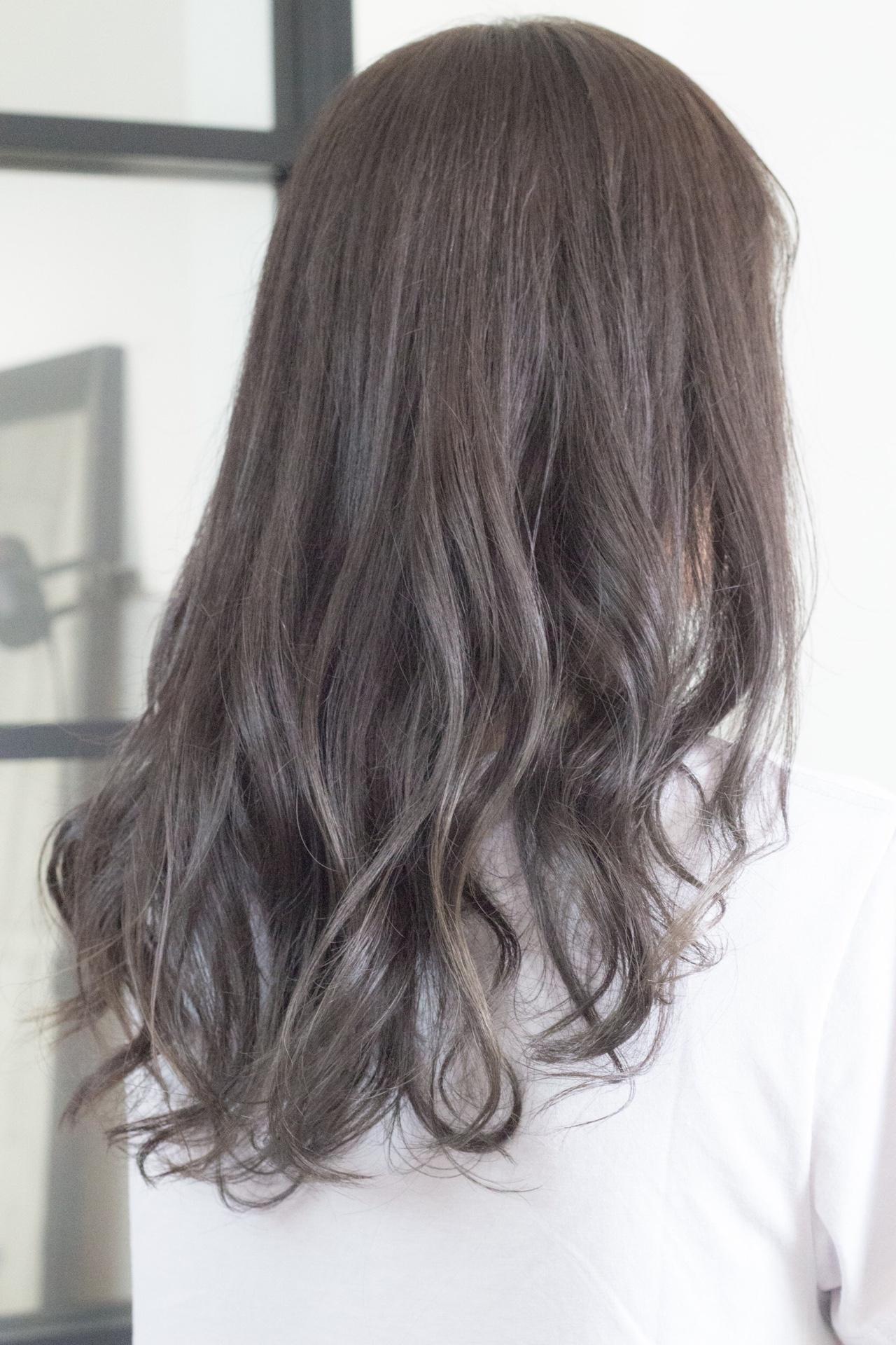 硬い髪を柔らかく見せる